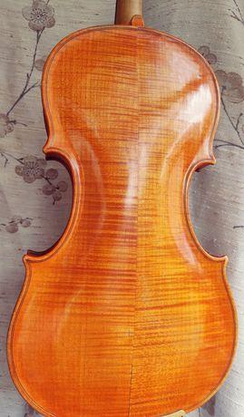 Скрипка майстрова у відмінному стані (1908 року).