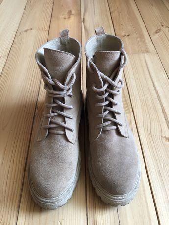 Ботинки замшевые бежевые