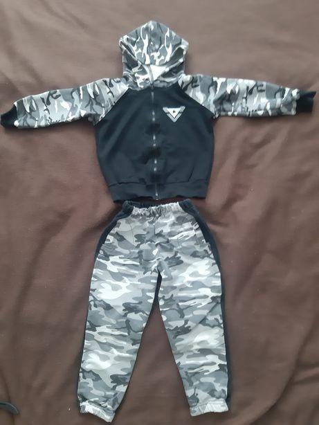 Спортивный костюм на мальчика р. 98см