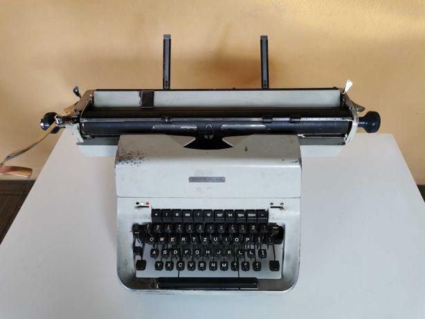 Maszyna do pisania łucznik 660