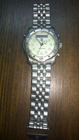 Наручные часы Victorinox.