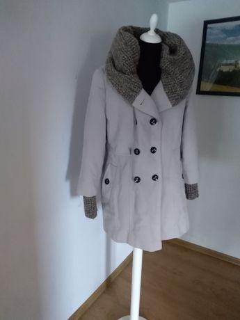Płaszcz zimowy jasny 44
