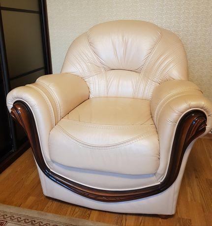 Продам 2 кожаных кресла
