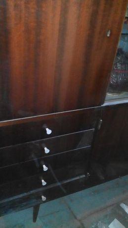 Продам старый сервант с зеркалами,был привезен из Германии
