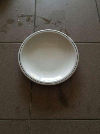 Prato raso branco com rebordo azul
