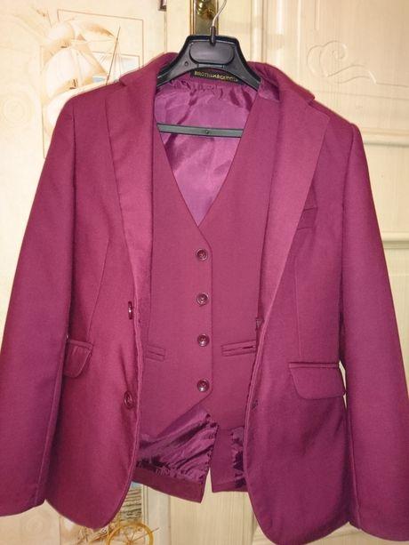 Продам школьный пиджак и жилет на первоклассника