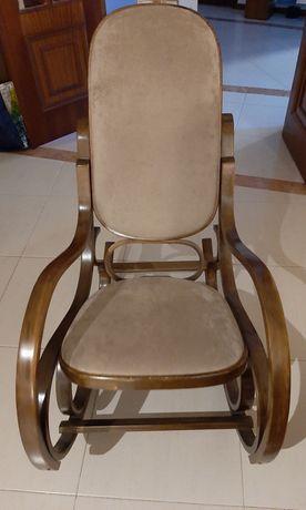 Cadeira de baloiço restaurada