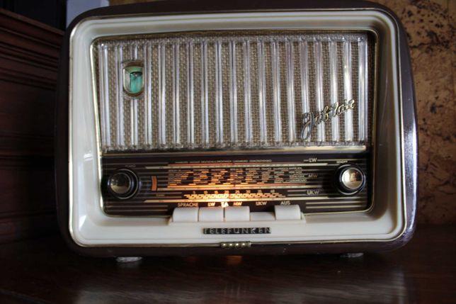 Stare radio lampowe. Zabytkowy Telefunken. Piękny.