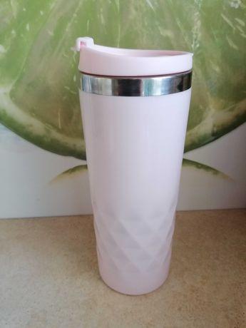 Różowy kubek termiczny