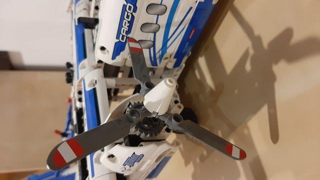 Lego technic 42025 samolot