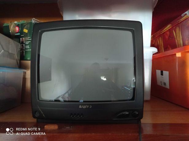 Televisão Sanyo.