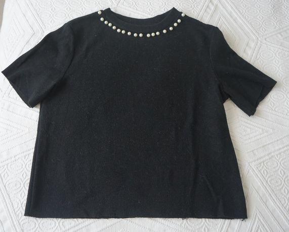 T-shirt preta com pérolas (ZARA)