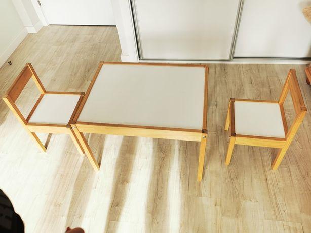 Mesa criança com 2 cadeiras branca e madeira