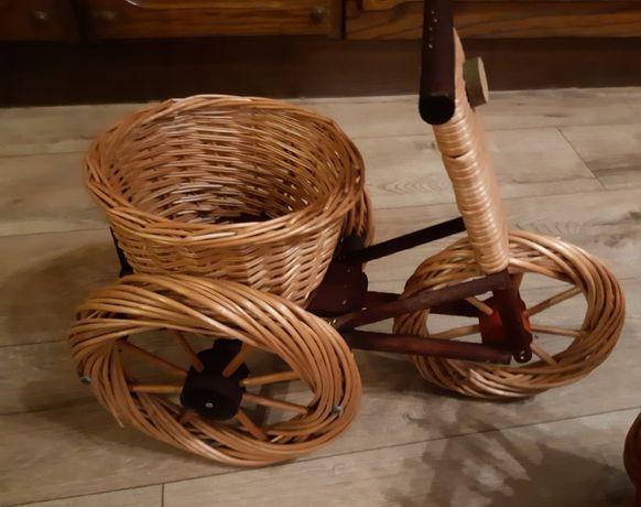 Kwietnik-rowerek z wikliny na kwiaty