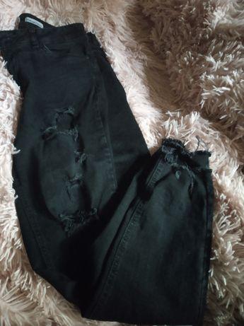 Spodnie dżinsy dziury