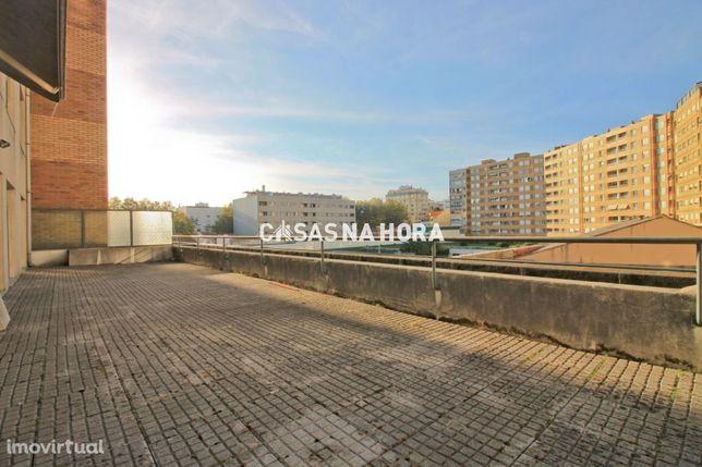 T2 Matosinhos Sul: Terraço e 2 Lugares de Garagem!