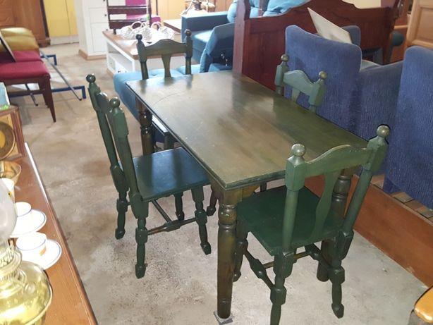 Drewniany stół i 4 krzesła