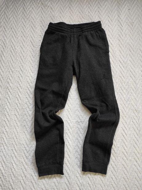 Spodnie dresowe Jordan. 140-152