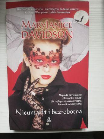 """Książka """"Nieumarła i bezrobotna"""" MaryJanice Davidson"""