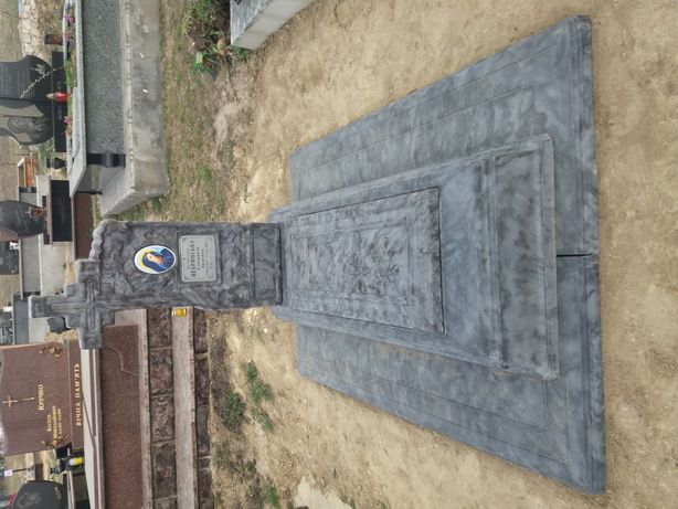Надгробок без заливки. Пам'ятник.