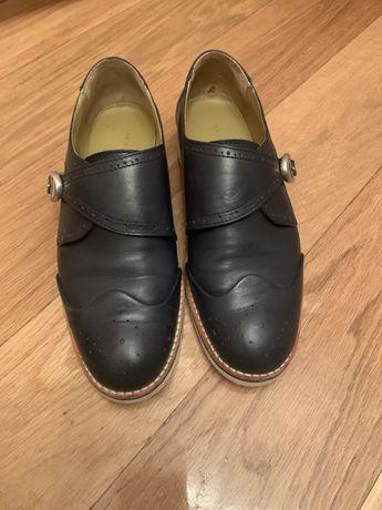 Sapatos azuis em pele tamanho 37