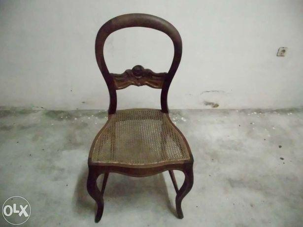 2 Cadeiras antigas com tampo em palhinha