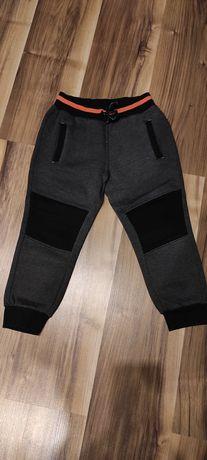 Spodnie dresowe 122