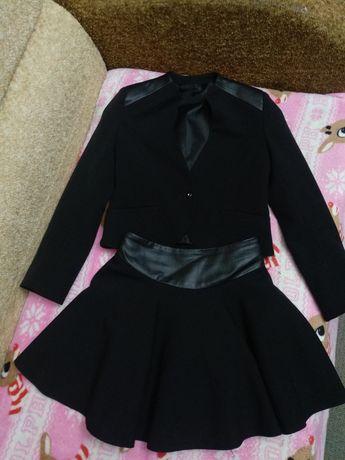 Продам Школьный костюм с кожаными вставками для девочки рост 122