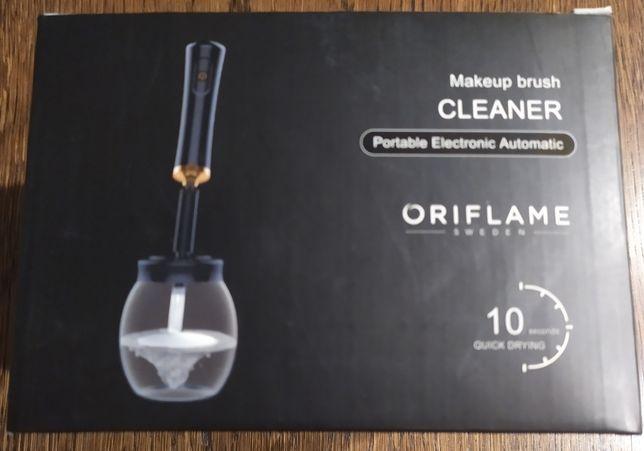 Urządzenie do czyszczenia pędzli Makeup Brush Cleaner - Oriflame