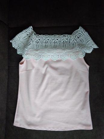 Piękna bluzka pudrowy róż z białą koronka na ramionach S/M (36/38)