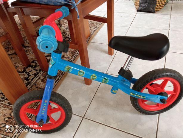 Bicicleta da patrulha pata sem pedais