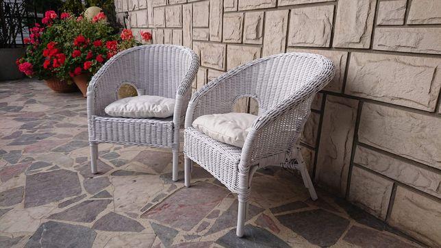 Biale krzesełko rattabowe dla dzieci