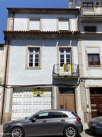 Apartamentos + Armazém + Terreno + Loja – S. Vicente