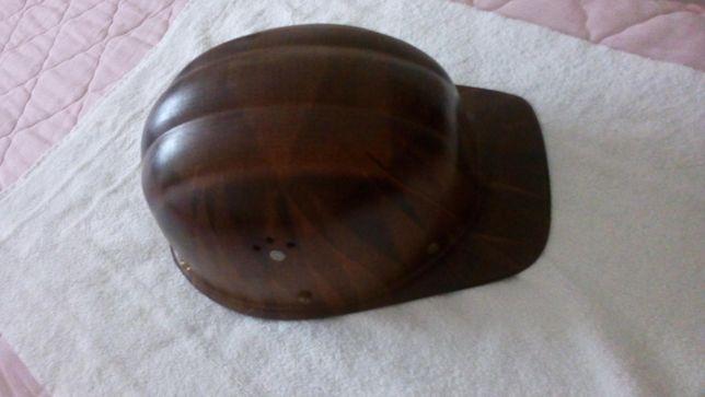 Botas biqueira de aço e capacete como novos: