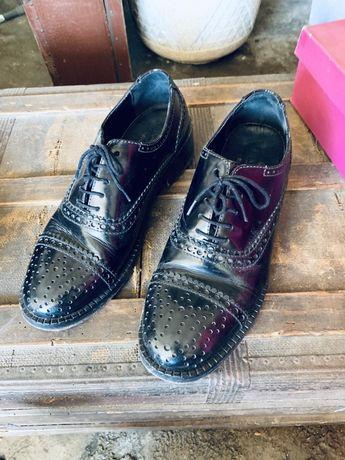 Sapatos Brogues Eureka 25 anos
