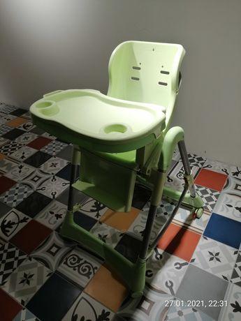 Fotelik do karmienia dla dziecka