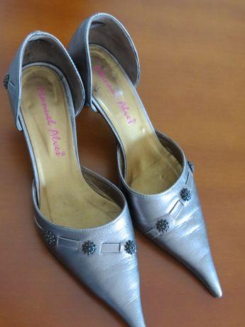 Sapatos pele bronze 36/37 c/ oferta colar