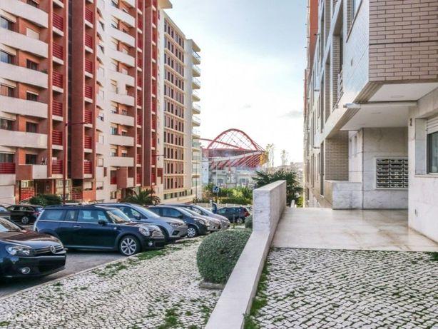 Excelente Apartamento T2 no Alto dos Moinhos em Lisboa