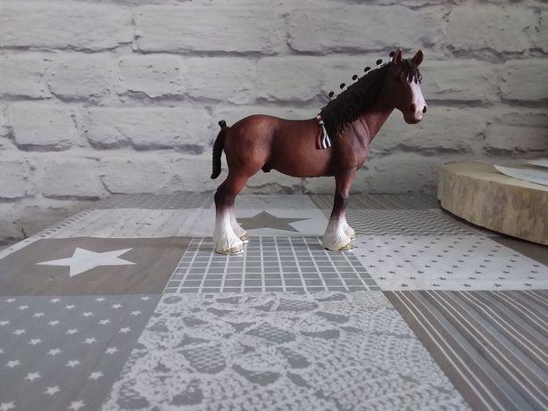 Koń zimnokrwisty schleich