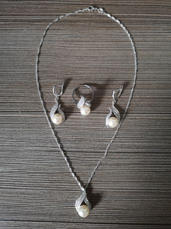 Zestaw biżuterii z perłą posrebrzany