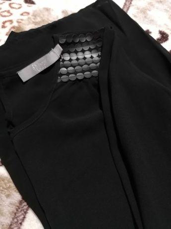 Новая блуза с кожаными плечиками