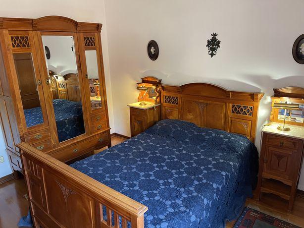 Mobilia de quarto de casal completo em madeira