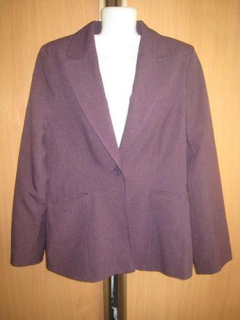 Сиреневый костюм: пиджак и бриджи.