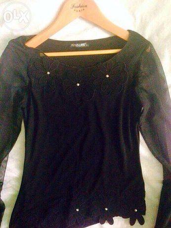 Блуза, черная, с аппликациями цветов