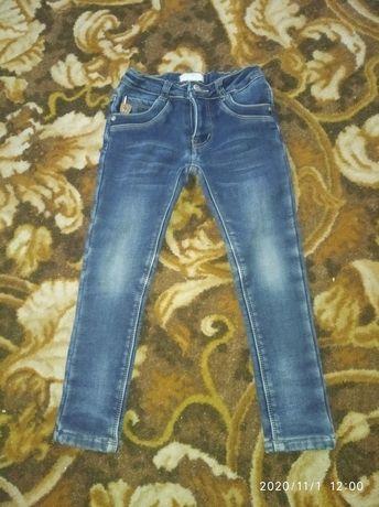 продам теплые джинсы на девочку