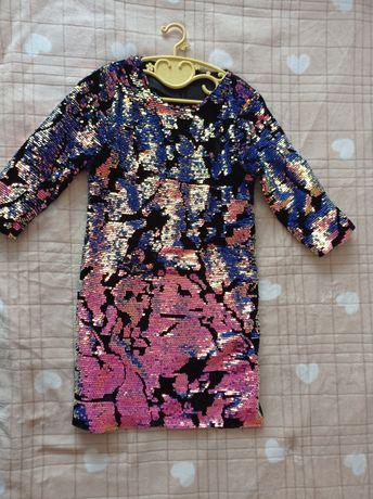 Нарядное платье в пайетках для девочки.