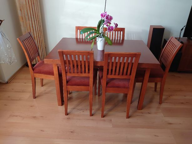 Stół rozkładany, krzesła drewniane