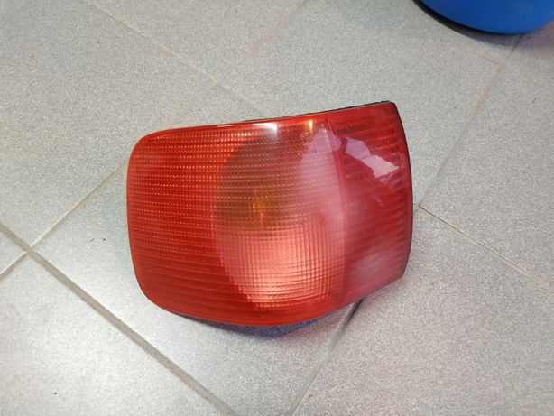 Задній лівий ліхтар Audi 80 B4 Seima 8A0 945 095 D ( L )