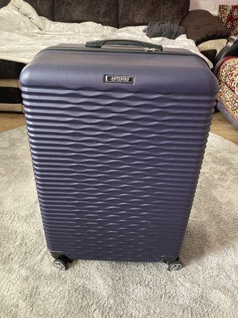 Большой чемодан для поездок