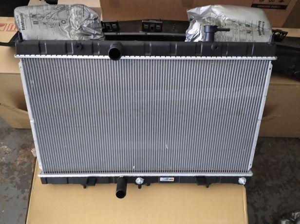 Nissan Rogue. Радиатор охлаждения, кондиционера, диффузор радиатора .